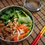 アジアン焼き肉のせ麺弁当