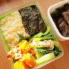 もちきびご飯に鶏と小松菜のねぎ塩ダレ炒め