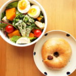 生野菜と温野菜もりもりサラダと自家製いちじくベーグル