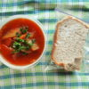 赤いスープとパン弁当