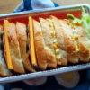 ふつうの玉子サンドとチーズサラミサンド弁当