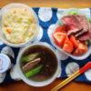 塩豚オクラもずくスープ、ローストビーフのサラダ