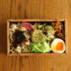 鶏のバジスソース焼き弁当、背面収納の件